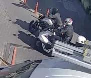 (Özel) Ataşehir'de Alış Veriş Merkezinin Otoparkında Motosiklet Hırsızlığı Kamerada