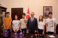 SEDDAR YAVUZ - Vali Yavuz, LGS'den Tam Puan Alan Öğrencileri Ödüllendirdi