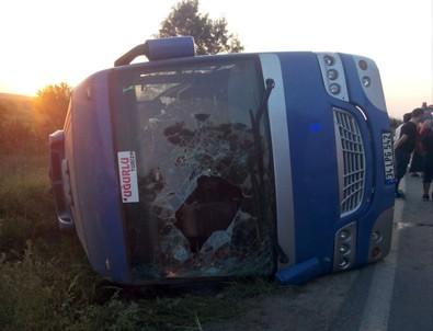 Çatalca'da minibüs devrildi: 20 yaralı