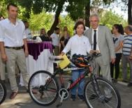 Başkan Mızraklı LGS Birincilerine Bisiklet Hediye Etti