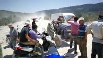Bitmeyen Yol Toz Yüzünden Çiftçiyi İsyan Ettirdi, Yolu Traktörle Trafiğe Kapattılar