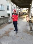 Burhaniye'de Ağaçta Asılı Kalan Güvercini İtfaiye Kurtardı