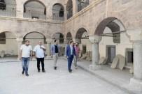Vali Akbıyık Tarihi Medreseyi Ziyaret Etti