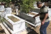 AREFE GÜNÜ - Elazığ'da Arife Günü Mezarlıklarda Ziyaretçi Yoğunluğu