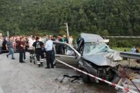 İki Otomobil Kafa Kafaya Çarpıştı Açıklaması 1 Ölü, 5 Yaralı