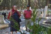 FUTBOL SAHASI - Kuşadası'nda Mezarlıklar Ziyaretçi Akınına Uğradı