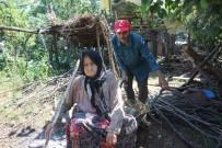 (Özel) Yolu Olmayan Vatandaş, Hasta Annesini El Arabasıyla Taşıyor
