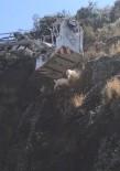 Uçurumda Mahsur Kalan Keçileri İtfaiye Kurtardı