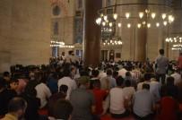 SÜLEYMANIYE - Süleymaniye Camii'nde Bayram Namazı Sonrası Sıcak Çorba İkramı