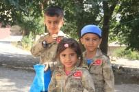 BAYRAM ŞEKERİ - Asker Kıyafetli Hakkarili Çocuklar Bayrama Renk Kattı