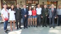 HÜSEYIN ÖNER - Dünya Şampiyonu Özel Sporcular Kaymakam Öner İle Bayramlaştı
