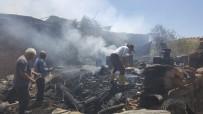 İki Ev Yangında Zarar Gördü, 3 Kişi Dumandan Etkilendi