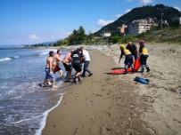 Trabzon'da Serinlemek İçin Denize Giren İki Kardeşten Biri Hayatını Kaybetti