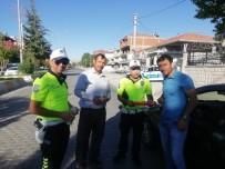 BAYRAM ŞEKERİ - Trafik Ekiplerinden Sürücülere Bayram Şekeri