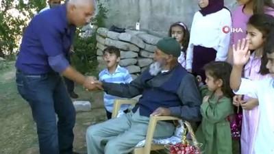 50 Torun Sahibi 107 Yaşındaki Dedenin Bayram Sevinci