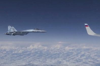 Rusya, Şoygu'nun Uçağına Yaklaşmaya Çalışan NATO Uçağının Görüntüsünü Yayınladı