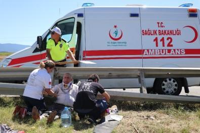 TEM'de Bariyerlere Çarpan Lüks Cip Refüje Uçtu Açıklaması 4 Yaralı