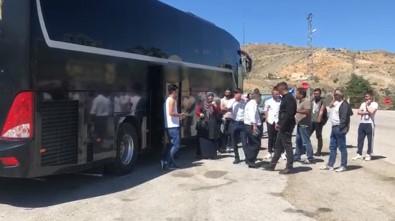 Yolcu Otobüsü Arıza Yapınca 300 Kilometrelik Yol 15 Saat Sürdü