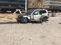 Kahramanmaraş'ta Yük Treni Otomobile Çarptı Açıklaması 5 Yaralı