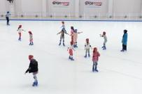 YAZ OKULLARI - Karacaörenli Çocukların Buz Keyfi