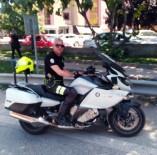 Kayganlaşan Yolda Metrelerce Süreklenen Polis Ağır Yaralandı