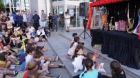 Mavi Kukla Oyunu İle Çocuklar Doyasıya Eğlendi