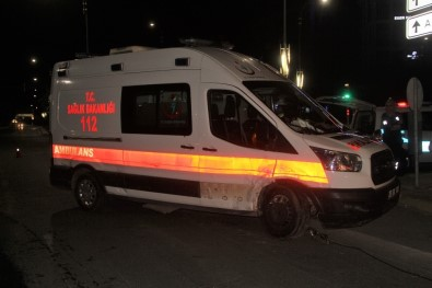 Otomobil Ambulansa Çarptı Açıklaması2  Yaralı