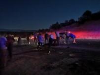 ÜMİT AKBAŞ - Otomobil Yayalara Çarptı Açıklaması 1 Ölü 3 Yaralı