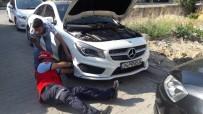 Burhaniye'de Aracın Motoruna Giren Kediyi İtfaiye Çıkardı