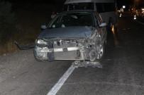Minibüs İle Otomobil Çarpıştı Açıklaması 5 Yaralı