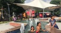 Sıcaktan Bunalan Çocuklar Havuzda Serinledi