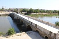Tarihi Tunca Köprüsü'nde Restorasyon Sürüyor
