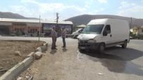 Bayburt'ta Minibüs İle Otomobil Çarpıştı Açıklaması 1 Ölü, 2 Yaralı