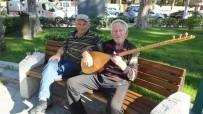 Burhaniye'de 83 Yaşındaki Ozan İlgi Gördü