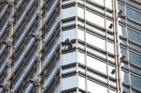 ALAIN ROBERT - Fransız 'Örümcek Adam' Bu Kez Hong Kong'da Gökdelene Tırmandı
