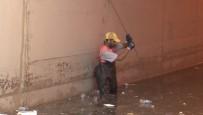 Eminönü'ndeki Alt Geçitlerdeki Suyun Tahliye Çalışmaları Sürüyor
