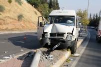 Kahramanmaraş'ta Fabrika Servisi Aydınlatma Direğine Çarptı Açıklaması 6 Yaralı