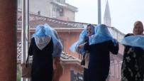 İLGİNÇ GÖRÜNTÜ - Sağanak Ve Fırtına Bursa'yı Da Vurdu...Kadınlar Yağmurdan Böyle Korundu