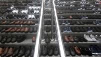 Eminönü'nde Esnaf Kurtardığı Ayakkabıları Merdivenlere Serdi