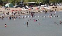 Sıcaktan Bunalanlar Hazar Gölü'nde Serinliyor
