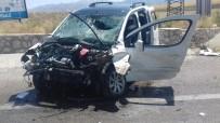 Ticari Araç Sürücüsü Kontrolünü Kaybetti Duvara Çarptı Açıklaması 1 Ölü, 4 Yaralı