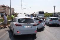 ZİNCİRLEME KAZA - Altı Aracın Karıştığı Zincirleme Kazada 1 Kişi Yaralandı