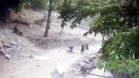 Kopan Kaya Parçaları Gencin Üzerine Böyle Düştü