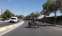 (Özel) İstanbul Trafiğinde Motosiklette 4 Çocuk Yürekleri Ağza Getirdi