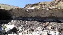 3 Bin Rakımdaki Kardan Mağara İlgi Görüyor
