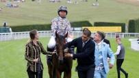 AT YARIŞI - İngiltere'nin İlk Başörtülü Jokeyi Mellah, İlk Yarışını Kazandı