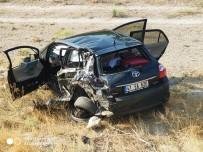 Otomobile Çarpan Tır Yandı Açıklaması 2 Yaralı
