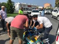 Polisten Kaza Yerinde Meraklı Kalabalığa Kask Uyarısı