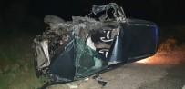 Saman Yüklü Traktör İle Otomobil Çarpıştı Açıklaması 2 Yaralı
