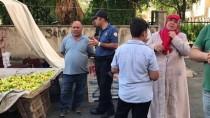 Kahramanmaraş'ta Pazarda Alışveriş Yaparken Üzerine Direk Devrildi